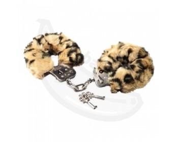 Fotka 1 - Plyšová pouta Love Cuffs s motívem leopardí kůže safari v posteli
