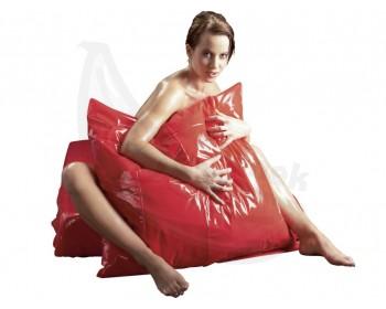 Fotka 1 - Lakovaný červený povlak na polštář Orgy